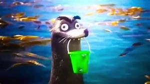 Gerald pitches in to help Marlin and Nemo - Finding Dory ...