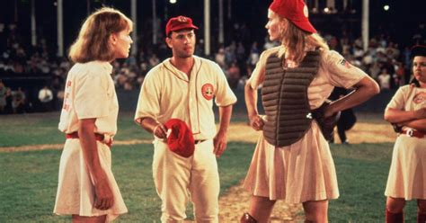 'A League of Their Own' star Lori Petty weighs in on plot ...