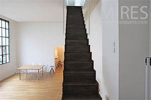 Escalier Noir Et Blanc Suspendu  C0807