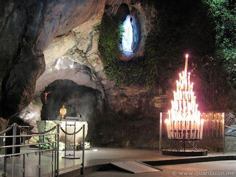 Madonnina Si Illumina A Medjugorje by Guarda Con Me Pellegrinaggio A Lourdes Come Volontario