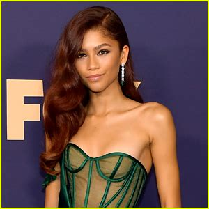 Zendaya Plans To 'Pull A Look' For Virtual Emmy Awards ...