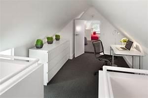 Kleine Dachwohnung Einrichten : dachzimmer einrichten home office mit niedrigem kniestock b roschr nke b ro in 2019 pinterest ~ Bigdaddyawards.com Haus und Dekorationen