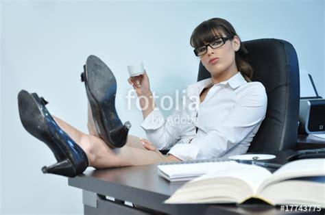 secretaire sous le bureau sous le bureau de la secretaire 28 images edition de