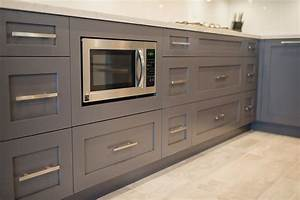 Beige kitchen walls with oak cabinets 2017 2018 best for Kitchen cabinet trends 2018 combined with baby wall art for nursery