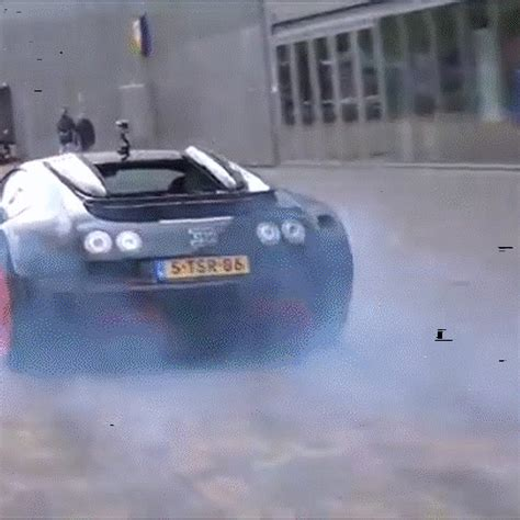 Bugatti sas andy wallace, bugatti pilote officiel covered a total of over 150000 km with the extraordinary vehicles from molsheim. Watch a Bugatti Veyron Do a Smoky Four-Wheel Burnout