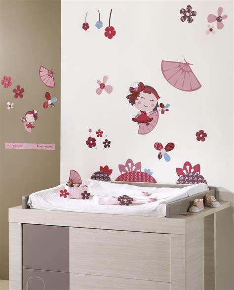 stickers muraux chambre bebe des stickers muraux hanaé pour compléter la décoration de