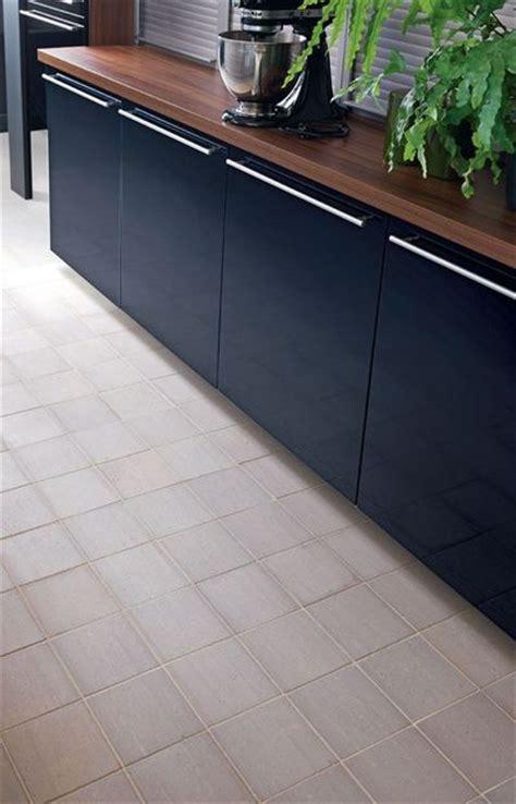 sol vinyle pour cuisine revêtement cuisine carrelage vinyle stratifié ces