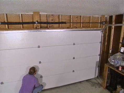 putting up a garage door time