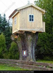 Baumhaus Ohne Baum : das fertige baumhaus stock photo 28082 bildagentur ~ Lizthompson.info Haus und Dekorationen