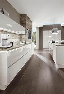 Boden Für Küche : kueche gestalten weiss hochglanz holzboden k che pinterest k che gestalten holzboden und ~ Sanjose-hotels-ca.com Haus und Dekorationen