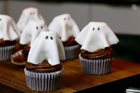 cuisine d hervé recette cupcakes fantôme au chocolat faciles