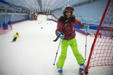 en chine dans le plus grand parc de ski en salle du monde le point