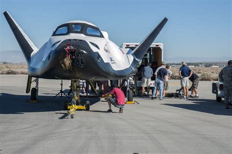 File:Dream Chaser pre-drop tests.2.jpg - Wikimedia Commons