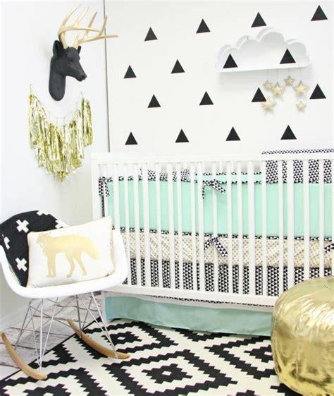 chambre bebe design scandinave stickers chambre bébé fille pour une déco murale originale