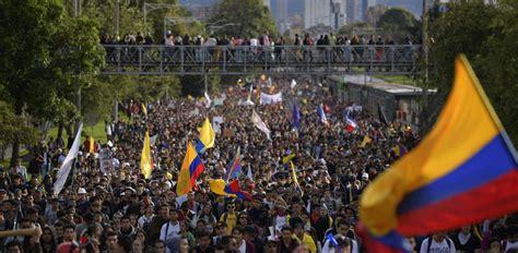 Miles de colombianos tomaron las calles en protesta contra ...
