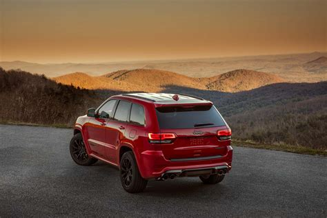 jeep suv the 2018 jeep grand cherokee trackhawk is an suv that runs