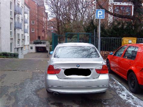 Wagen Vor Der Einfahrt Ist Wegschieben Erlaubt by Parken Streng Verboten