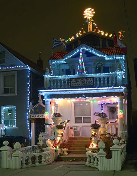 wacky and wild christmas light displays in toronto
