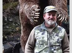 Video Kodiak Bear Charges Bowhunter after Arrow Hits