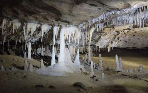 story cave stalactites  stalagmites