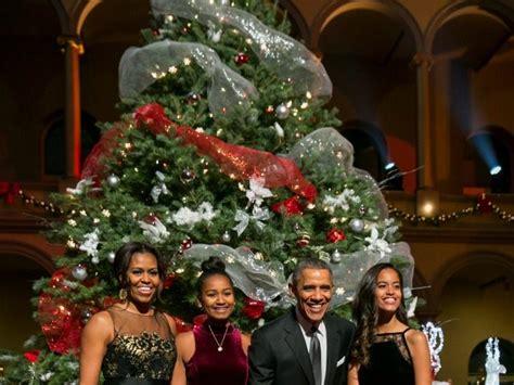 barack  michelle obama send christmas  breitbart