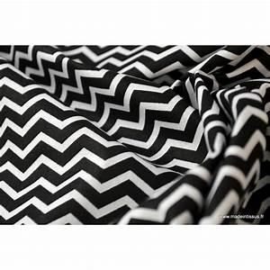 Tissu 100 Coton : tissu coton imprim zigzag noir et blanc ~ Teatrodelosmanantiales.com Idées de Décoration
