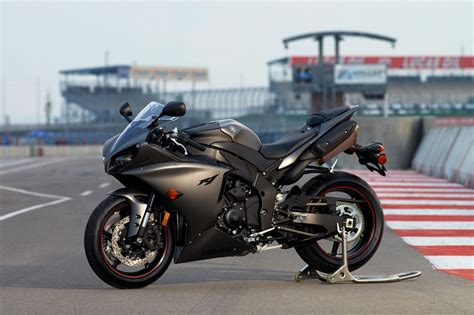 Benelli Tnt 899 4k Wallpapers by Amazing Cars And Bikes Yamaha R1
