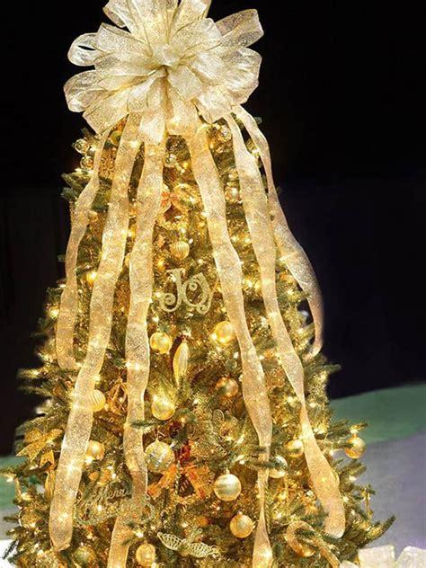 gold christmas tree decorations 25 beautiful christmas tree decorating ideas