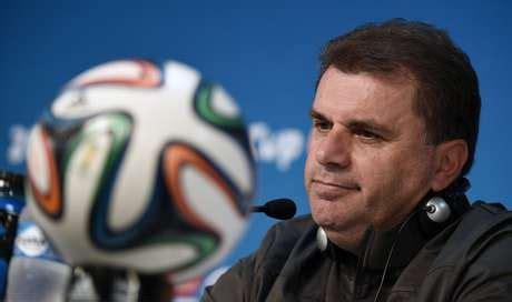 Técnico da Austrália diz que equipe respeitou demais Chile