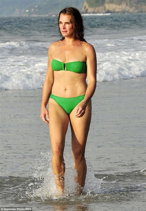 jennifer riker actress brooke shields shows off her sizzling hot body in an itsy