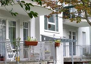 balkon ideen worauf es bei der gestaltung ankommt ich With markise balkon mit tapete nach wunsch