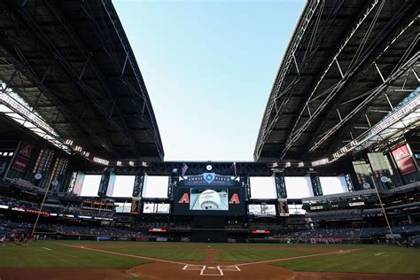 chase field roof affects  game az snake pit