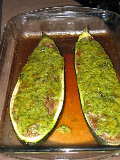 cuisiner une grosse courgette courgette farcie un végétarien à lille