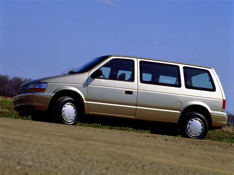 Mad 4 Wheels - 1991 Plymouth Voyager