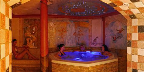 wellness mit whirlpool wellness hotel nah am chiemsee schwimmbad und whirlpool