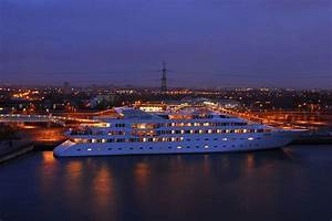 Sunborn London, Yacht Hotel UK FASHION BLOGGERS - LAILA