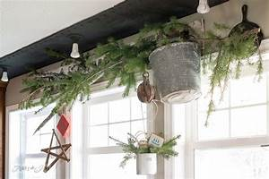5 minute ideas with a minimalist Christmas junk decorating