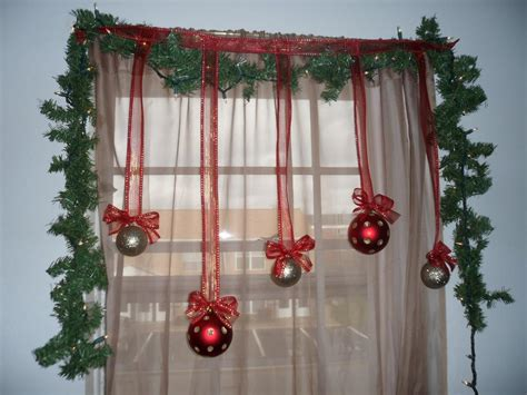 scintillating christmas windows decoration ideas