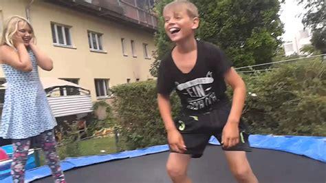 Wie Holt Man Einem Jungen Einen Runter Videos Bilder