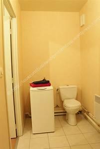 Petit Lave Linge Pour Studio : la salle de bain et les toilettes louez un studio ~ Carolinahurricanesstore.com Idées de Décoration