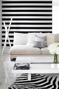 Wand Mit Streifen : schwarz wei in streifen der kontrast der immer im trend ist ~ Frokenaadalensverden.com Haus und Dekorationen