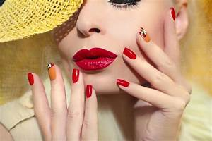 Nail Art Printemps 2018 : ongles printemps 2018 rouge ~ Dode.kayakingforconservation.com Idées de Décoration