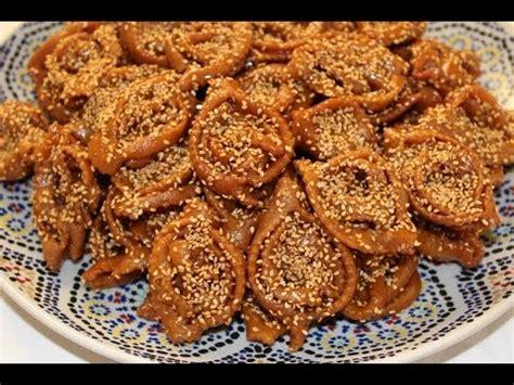 cuisine marocaine gateaux chebbakia ou gâteaux marocains au miel et sésame
