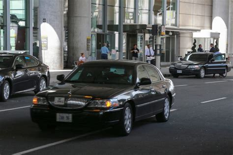Pearson Airport Limo by Airport Limo Drivers Protest Uber Up Deal The