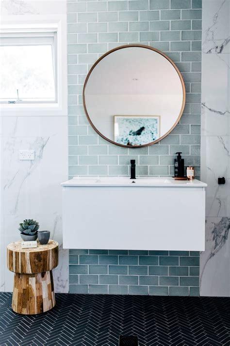 Colored Subway Tile Bathroom by Best 25 Bathroom Tile Walls Ideas On Tiled