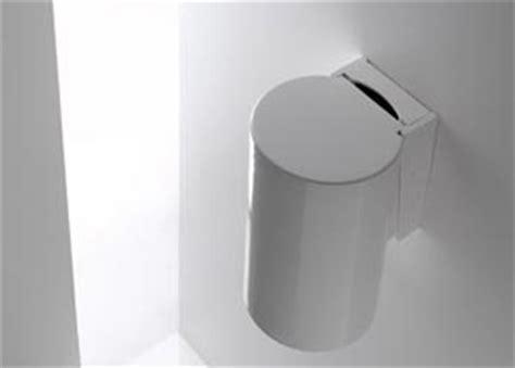 poubelle suspendue salle bain la poubelle avec ouverture par pression du genou