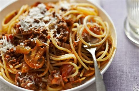 spaghetti bolognese kcal and easy spaghetti bolognese italian recipes