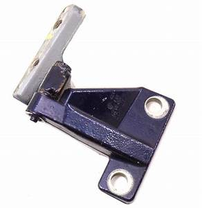 Rh Lower Door Hinge 98-10 Vw Beetle
