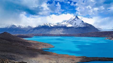 風景湖雪山