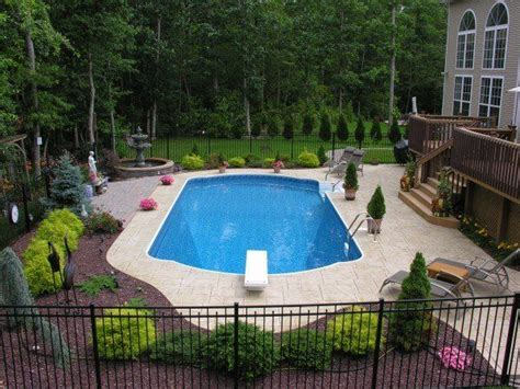 Backyard Pool Fence Ideas by Best 25 Rectangle Pool Ideas On Backyard Pool